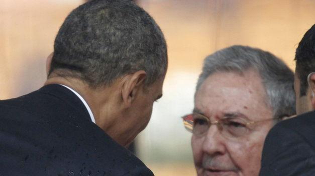 20131211212009-obama-raul-castro-funeral-mandela-tinima20131210-0495-5.jpg